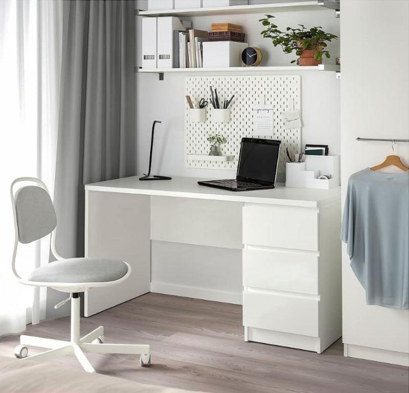 Письменный стол в интерьере